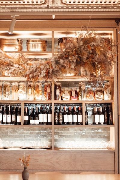 Réduire le bruit d'une cave à vin