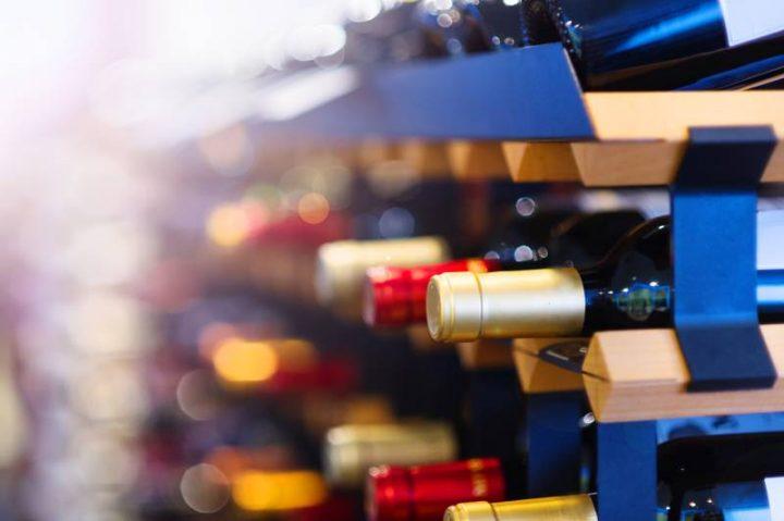 Comment changer le filtre à charbon d'une cave à vin?